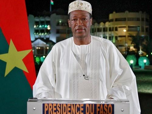 Blaise Compaoré, Chef de l'Etat et ministre de la défense