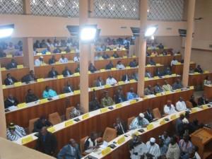 Les 13 partis politiques représentés à l'Assemblée nationale au Burkina pour la 5è législature.