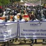Militants et sympathisants de l'opposition dans les rues de Ouagadougou le 28 Juillet 2013.