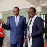 Les présidents Compaoré ( à gauche) et Traoré (àdroite) à Ouagadougou le 16 Août 2013.  A propos de la promotion du Capitaine Sanogo,devenu général d'armée, Dioncounda Traoré a noté que cela répond à un souci de pardon et de réconciliation du peuple malien avec lui-même.