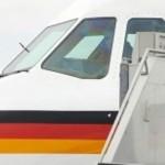 La Chancelière allemande;Angela Merkel à sa descente d'avion.