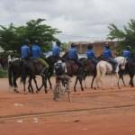 Une parade ordinaire de la cavalerie de la gendarmerie nationale du Burkina Faso à Ouagadougou le vendredi 13 septembre 2013,sur le boulevard France-Afrique.Les chevaux sont encrés dans la tradition burkinabè .Ainsi,l'équipe nationale de football est baptisé les Etalons.