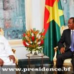 Un émissaire du Président Ibrahim Boubacar KEÏTA reçu par le Président du Faso(à droite).