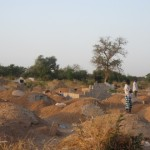 Un cimetière de la  commune de Ouagadougou où accourent des gens, faute de places  dans les cimetières de Kouritenga et celui sur la route de Saponé. Ce cimetière est aussi en voie de saturation prochaine et se trouve coincer au milieu d'habitations de la périphérie Ouest de Ouaga et un village, non loin du centre spirituel catholique PAM-YONDO.