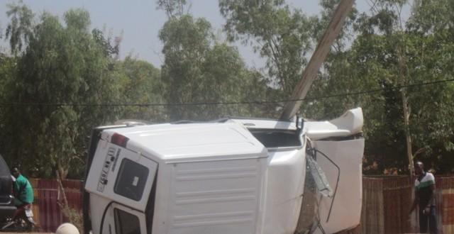 Opération de destruction de ralentisseurs anarchiques sur des routes au Burkina