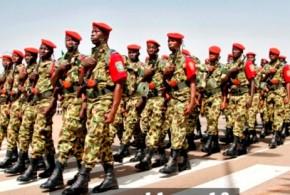BURKINA FASO : cacophonie au sommet de l'Etat entre démission de Blaise Compaoré et une transition militaire à durée imprécise.