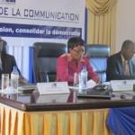 Béatrice Damiba,présidente du CSC(au milieu) pour une régulation saine des forums des médias en ligne.