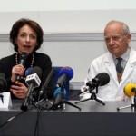 Le professeur Christian Latrémouille (g), la ministre de la Santé et des Affaires sociales Marisol Touraine et le professeur Alain Carpentier, à l'origine du premier coeur artificiel transplantable. REUTERS/Benoit Tessier