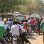 Avec une telle scène d'embouteillage le 24 décembre 2013 à Ouagadougou,les accidents sont vite arrivés et même les ambulances ont des difficultés pour circuler rapidement.C'est une scène similaire qui s'observait à Ouagadougou le 08 Juin 2014,fête de la Pentecôte et des baptèmes. PHOTO d'archives:laborpresse.net