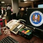 Un bureau de la salle des opérations de la NSA à Fort Meade, Maryland (Etats-Unis), le 25 janvier 2006.  (PAUL J. RICHARDS / AFP)