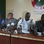 Le staff du comité d'organisation du 1er congrès ordinaire de l'UNIR/PS lors de la conférence de presse le 17 décembre 2013 .