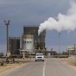 Libye: la rafinerie pétrolière de Zawiya manque, depuis décembre, des matériaux pour pouvoir travailler normalement. REUTERS/Ismail Zitouny