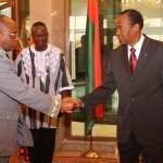 Le président du faso(à droite) remet les épaulettes au  «Général de brigade Nabéré Honoré TRAORE