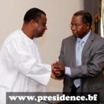 Assimi Kouanda(à gauche),directeur de cabinet sortant et Sanné Mohamed TOPAN,directeur entrant pour la seconde fois au cabinet de la Présidence du Faso.