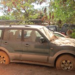 Des véhicules de l'Administration publique burkinabè abandonnés à Ouagadougou pour cause de pannes de pneumatiques, de moteurs ou d'autres pièces .Des pannes  pourtant réparables. Est-ce une stratégie de folie des grandeurs des cadres de l'administration de délaisser ces véhicules pour des commandes de voitures de luxe ? Les véhicules en panne peuvent être réparés pour les besoins du service public ou pour des ventes aux enchères publiques à toute fin utile. Sinon, ces véhicules dans un piteux état, ne reflètent pas une bonne gouvernance logistique. C'est plutôt un gâchis pendant que des services publics dans certaines provinces manquent de moyens de locomotion.