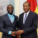 AKON (à gauche) reçu par Blaise Compaoré.
