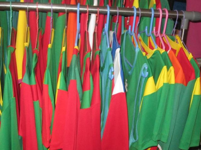 Achetez vos survêtements sportifs aux couleurs du drapeau burkinabè ou selon les couleurs de vos choix à KRAS Equipements sportifs à Ouagadougou.
