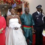 La première Dame Mme Chantal Compaoré(à gauche), a dit toute sa fierté de parrainer une telle cérémonie. Elle a souhaité heureux ménage aux nouveaux mariés et les a invités à la planification familiale pour le bonheur de leur vie conjugal.