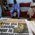 Une d'un quotidien ivoirien qui annonce l'arrestation du leader politique Charles Blé Goudé, le 18 janvier 2013.REUTERS/Thierry Gouegnon