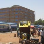Des riverains du boulevard circulaire ''Tansoaba'' de Ouagadougou qui longe le siège du Salon International de l'Artisanat de Ouagadougou (S.I.A.O), ont assisté deux jours consécutifs à un défilé inhabituel de camions citernes par colonnes d'une trentaine les 5 et 6 mars 2014. Ces véhicules qui circulaient du sud vers le nord, avaient des immatriculations ghanéennes, des insignes du port de Téma et étaient estampillés « Hyppo transport » avec l'effigie de l'hippopotame. Transportaient-ils  des hydrocarbures ? Est-ce des commandes de citernes pour un service public ou privé du Burkina ? Autant de questions que se posaient des spectateurs sans une réponse précise. Ce qui est sûr, c'est que ce défilé baroque de citernes a fortement perturbé la circulation sur le boulevard circulaire.