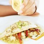 Manger du poisson et des omégas 3 est essentiel pour un bon fonctionnement du cerveau. Et cette habitude alimentaire permettrait aussi d'aider le cerveau à bien vieillir.