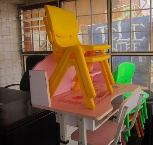 Des tables et chaises pour enfants et élèves .