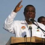 Assimi Kouanda, secrétaire exécutif du parti au pouvoir, lors d'un meeting pro-Blaise Compaoré, le samedi 12 avril 2014 à Bobo-Dioulasso. Photo : RFI / Yaya Boudani