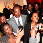 Blaise Compaoré(au centre en costume) a remercié la colonie burkinabè pour sa forte mobilisation.