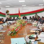 Le gouvernement du Burkina Faso lors de son conseil de ministres délocalisé du 30 Avril 2014 à Bagré.
