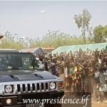 Le président Blaise Compaoré lors d'un bain de foule le 31 Mai 2014 à Nouna,province de la Kossi.Les partisans du référendum veulent battre campagne par caravane pour le Oui en faveur de Blaise Compaoré.