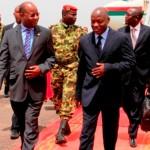 Le Président élu de Guinée-Bissau José Mario VAZ(à droite) accueilli à l'aéroport par le ministre de la sécurité Jérôme Bougouma(à gauche).