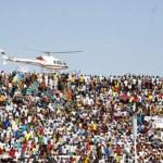 Le fameux hélicoptère qui survolait la ville de Ouaga,ici au-dessus du stade du 4 Août  le 21 Juin lors du meeting CDP.