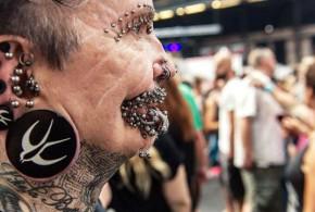 Soupçonné de sorcellerie, l'homme aux 453 piercings refoulé de Dubaï