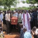 Mme Marina Relwendé Raymonde SIGUE née Ouédraogo (épouse du directeur général des éditions Le PAYS) a été inhumée le mardi 19 Août 2014 au cimetière de Gounghin, après l'absoute à l'église de la paroisse Notre Dame des Apôtres de la Patte-d'oie à Ouagadougou. Paix à son âme et réconfort divin à la famille éplorée.