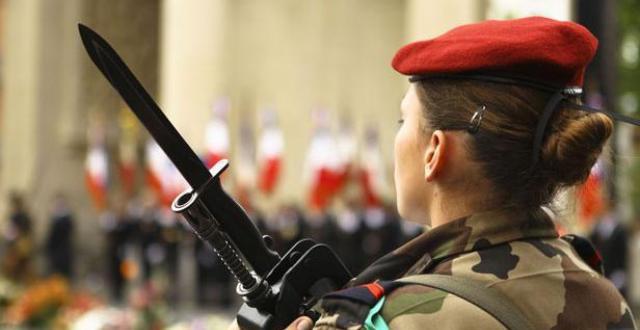 Un militaire fran ais mis en examen pour avoir film des - Photo femme sous la douche ...