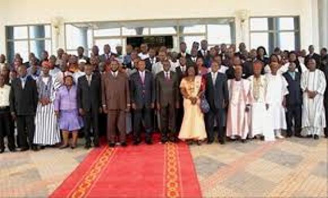 Photo de famille des participants aux assises nationales sur les réformes politiques à Ouagadougou du 07 au d09 décembre 2011.
