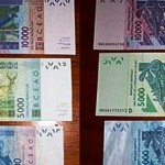 Des billets de banque CFA .