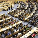 Il y a une recommandation, un consensus entre tous les pays qui ont participé concernant la levée des restrictions sur le déplacement des personnes et des mesures à prendre pour accompagner cette levée en termes de dépistage, en termes de suivi, en termes de communication de l'information entre les États qui sont directement atteints par l'épidémie et les autres, développe Hindou Mint Ainina, la ministre des Affaires étrangères mauritanienne et présidente du Conseil exécutif de l'Union africaine.