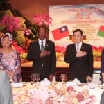 Le président taïwanais, Ma Ying-Jeou, a félicité le président du Faso, Blaise Compaoré, pour les efforts de construction et de modernisation qui font aujourd'hui du Burkina Faso, un pays modèle en Afrique.