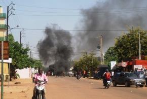 Burkina Faso : l'Assemblée nationale incendiée par des manifestants contre la modification de la constitution le 30 Octobre 2014.