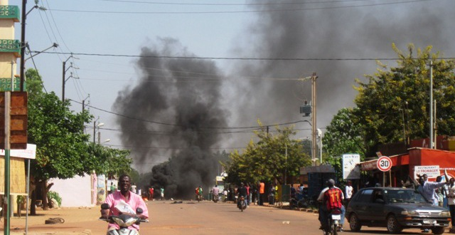 Burkina Faso : l'Assemblée nationale incendiée par des manifestants contre la modification de la constitution le 30 Octobre 2014.