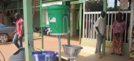 CHU Yalgado Ouédraogo : des bacs publics à lavage de mains pour la prévention contre le virus EBOLA.