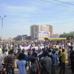 La Place de la révolution de Ouagadougou.Quand il s'agit de se mobiliser pour les marches et meetings ,des citoyens affluent mais traînent les pas pour se faire établir des cartes électorales.