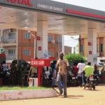Une scène de ruée vers les stations d'essence à Ouagadougou le 27 Octobre 2014,veille de la marche de protestation de l'opposition contre la modification de la constitution.(Photo:laborpresse.net)