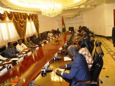 CONSEIL DES MINISTRES MCOM-CRCNT N° 001 DU 07 JANVIER 2015:un projet de loi sur la commission de réconciliation nationale et des réformes au Burkina