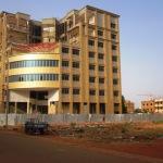 Le chantier du Grand-Hôtel de Ouagadougou.Grand-Hôtel est le nom d'un groupe hôtelier, ce qui ne veut pas dire qu'il s'agit du plus grand hôtel à Ouagadougou.