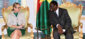 Echanges entre le président Michel Kafando et la conseillère Afrique du Président français François HOLLANDE.