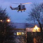 Un hélicoptère survole la zone lors de l'assaut final. REUTERS/Eric Gaillard