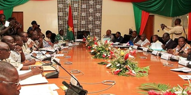 Conseil des ministres du 24 juillet 2015:des salaires de certains fonctionnaires burkinabè suspendus pour le mois de juillet 2015