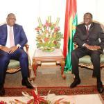 Les présidents Macky Sall du Sénégal(à gauche) et Michel Kafando du Burkina pour  le succès de la transition démocratique au Burkina Faso.(Photo d'archives)